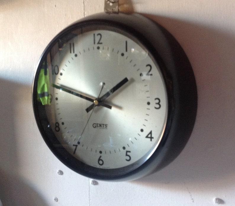 Messieurs de Leicester Quartz murale horloge en noir et argent