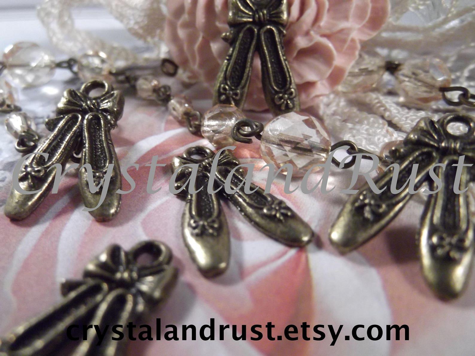 antique bronze - ballet shoe charms --- 5 pieces --- chm - 037