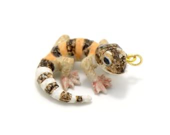 1 - Porcelain Gecko Pendant Hand Painted Glaze Ceramic Animal Small Lizard Bead Jewelry Supplies Little Critterz (CA139)