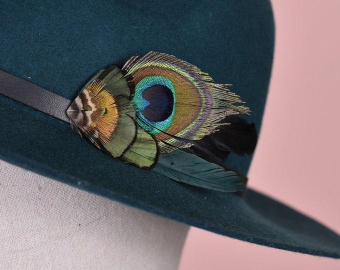 Green Peacock Feather Hat Pin / Lapel Pin No.161