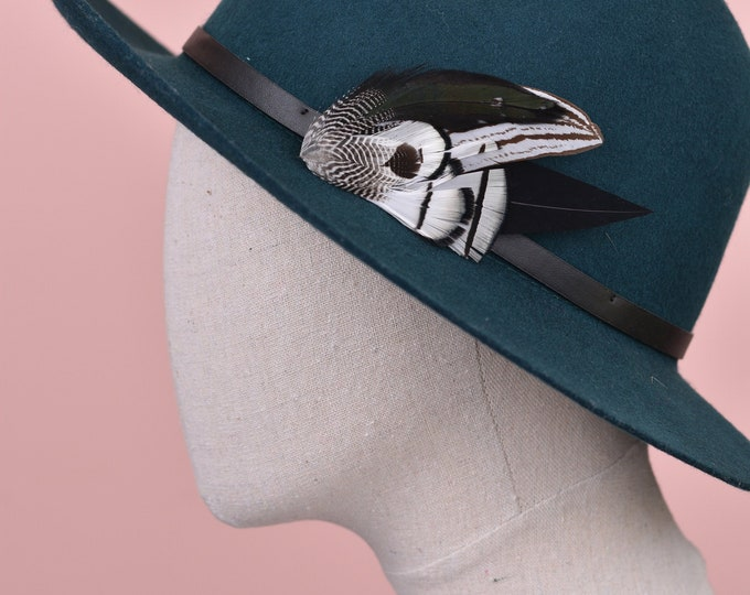 Monochrome Feather Lapel Pin No.90