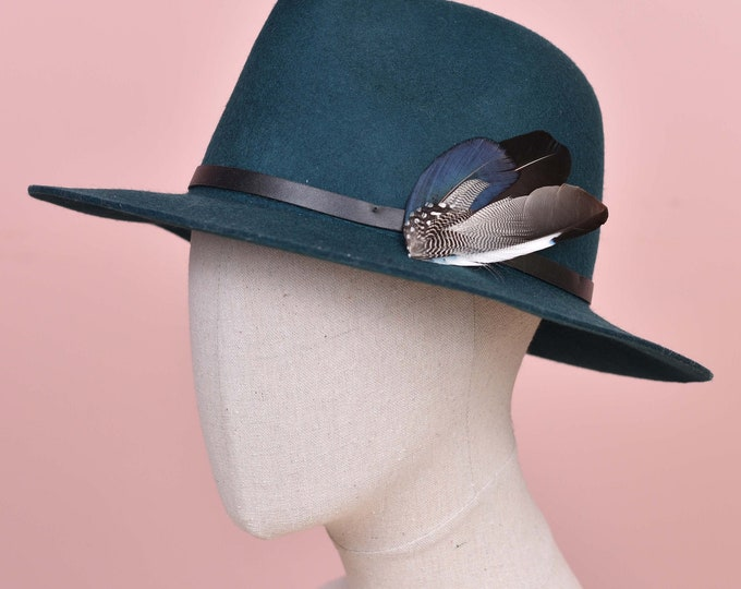 Deep Blue Feather Lapel / Hat Pin No.131