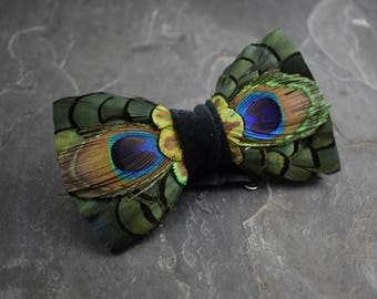 Peacock Eye Feather Bow Tie in Green, Gold and Turquoise
