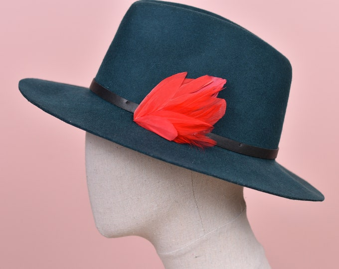 Red Feather Lapel Pin / Hat Pin No.129