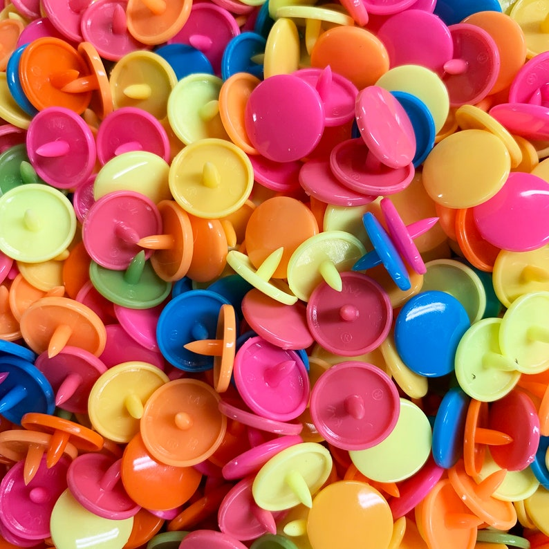 Pink buttons pressure color snaps 12.4 mm