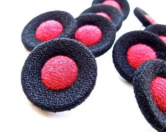 VINTAGE: 8 Handy Fabric Buttons - Cloth Buttons - 23mm