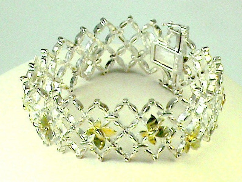 Dancing Butterflys in 18K Diamond Mesh Bracelet Butterflys image 0