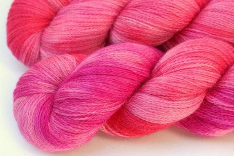 taille 80*86 Capuche ferme alpaga pérou animaux rose violet Bébé tricot veste rose
