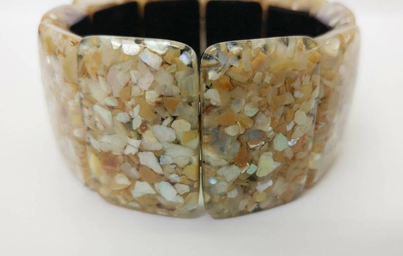 Mother of Pearl Retro Beach Ocean Seashell Boho Earthy Natural Black Off White Chunky Lucite Stretch Bracelet w Embedded Shell Chips