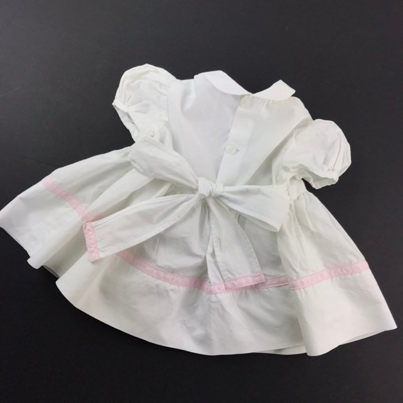 17-20 lbs Size 6 to 9 Months Cotton Pale Pink Ribbon Detail Peter Pan Collar Vintage Handmade Baby Girls White Dolly Dress with Buttons