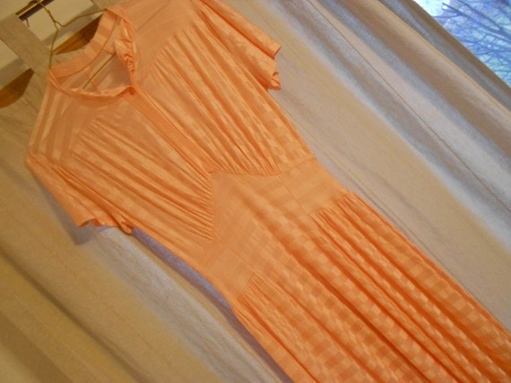 Vintage 30s gown.  Night gown.   Peach.  Van Raalt