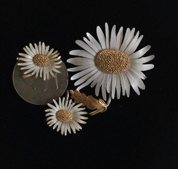 Vintage 1960s Marvella  Daisy Brooch - Earrings