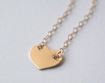 Hjärta halsband 14k gold filled, gravering av bokstav