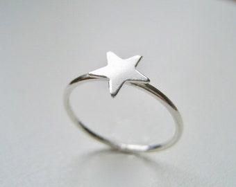 Ring med Stjärna i äkta silver, staplingsbar ring