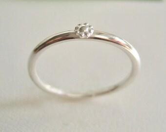 Ring med liten blomma Sterling silver, slät rund ring