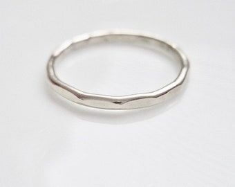 Modern hamrad sterling silver ring, förlovningsring, vigselring, födelsedagspresent
