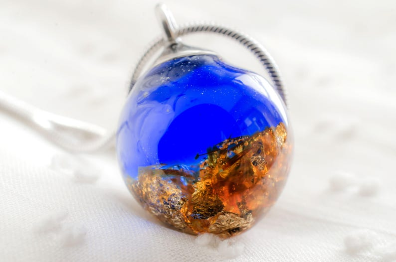 Pendant resin small sphere royal blue golden layer Cleopatra jewelry