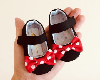 Black Minnie mouse baby girl shoes, Minnie bow headband, unique baby shower gift, toddler girl shoes, Minnie  Mouse 1st birthday outfit