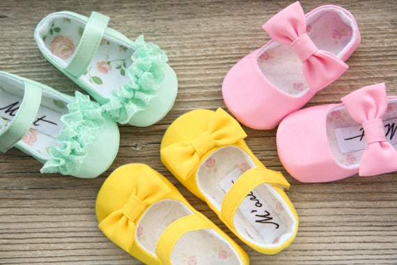 Helle Baby Mädchen Schuhe, Mint gelb rosa Babyschuhe, Kleinkind Schuhe, Ostern Babyschuhe, Sommerschuhe, Baby Dusche Geschenk, Säugling Hausschuhe