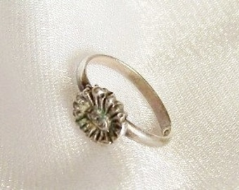 Vintage Sterling Silver Flower Baby Ring - Tiny Size 1 - B1010a