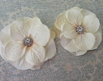 Bridal Ivory Hydrangea Hair Clips, Wedding Flower Clip, Ivory Flower Bobby Pin with Rhinestone, Bridesmaids Clip, Flower Girl Hair Clip