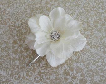 Bridal Flower Hair Pin, LIght Ivory Flower Clip w/ Rhinestone, Bridal Flower, Flower Girl Clip, Bridesmaid Flower, Flower Brooch