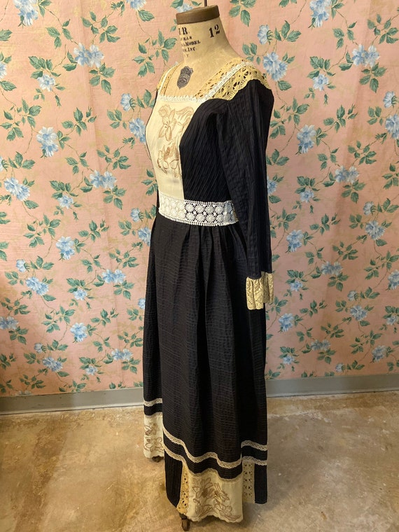 1970's Embroidered Mexican Homemade Dress - image 3