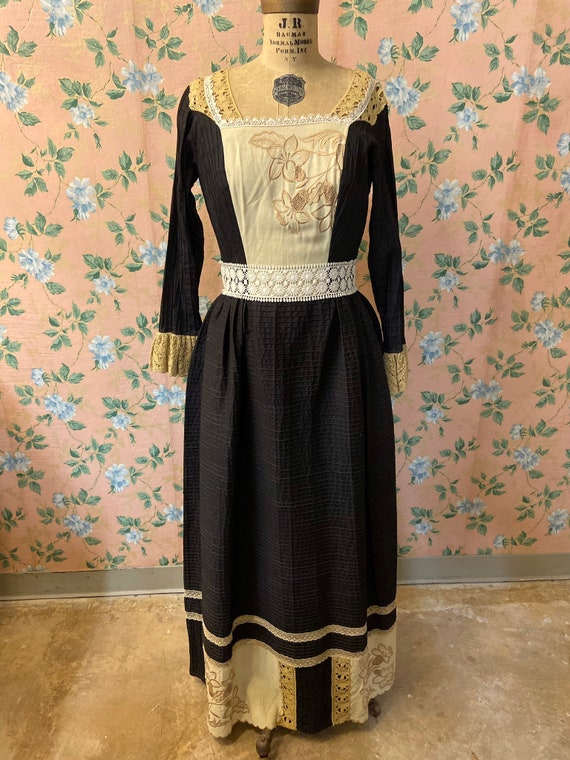 1970's Embroidered Mexican Homemade Dress - image 2
