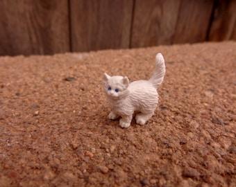 Miniature Plastic Cat Kitten Figure Nichos Fairy Gardens Terrariums Jewelry Making Dollhouse Dioramas Mixed Media Party Favor