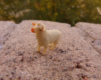 Miniature Plastic Sheep Figure Nichos Fairy Gardens Terrariums Jewelry Making Dollhouse Dioramas Mixed Media Party Favor