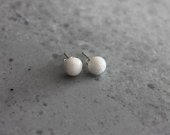 Small dot porcelain stud earrings, white