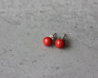 Small dot ceramic stud earrings, red