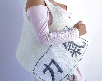 White  diagonal bag with japanese calligraphy