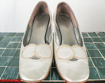 SALE 50's Silver High Heel Shoes w/ Rhinestones Embellishment, Metallic Formal Pumps, Size 7.5