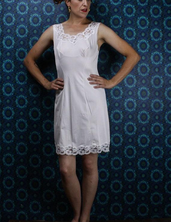 Size Medium Dorsay Knee Length 60/'s White Full Body Slip