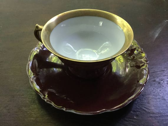 Or cerclées Bourgogne Antique tasse à thé et soucoupe faite par KPM Friederike