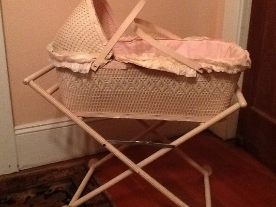 Muebles de mimbre rosa bebé cuna 1940 Moisés madera Base