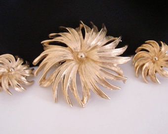 Vintage Floral Goldtone Demi Parure * Brooch * Earrings * Jewelry * Jewellery