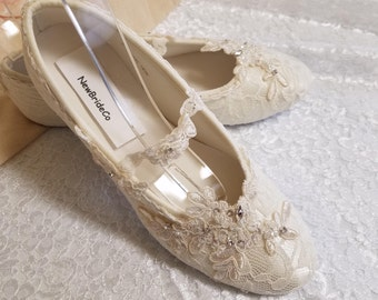 87052e4577b Off-white or Ivory Lace Wedding Flats Shoe Vintage inspired