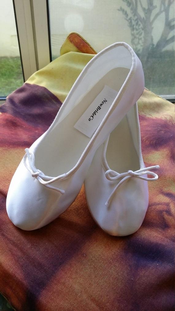 Tailles 6,8,9,10 douce ballerine chausson chausson chausson style blanc chaussures en satin avec semelle en suédine ferme les tailles 6, 8, 9, 10, apparteHommes ts classique, prêt à expédier | économique Et Pratique  9ceae6