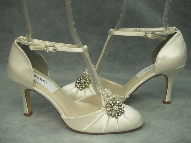 1a647d675a6 IVORY Wedding Shoes mid heels Vintage style round toeankle