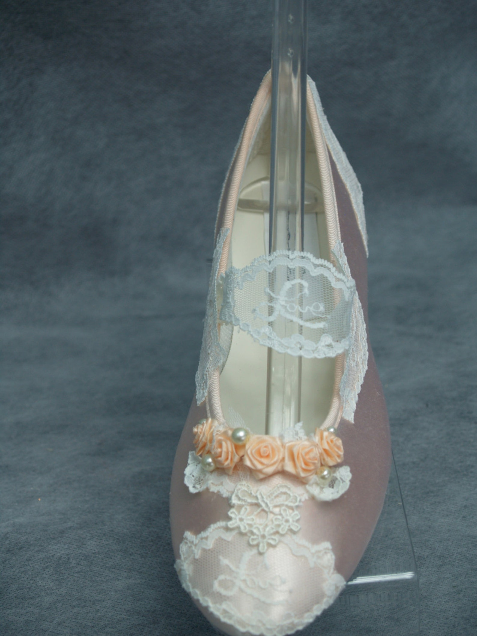 peach flats 6 1/2 victorian flats peach wedding shoes,ballet style slipper,love lace with peach flowers,mary jane style, flat,re