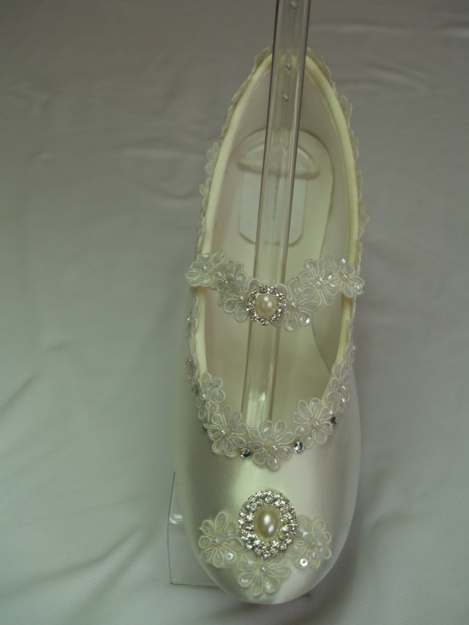 brides ivory flats marie antoinette, off white flats, victorian wedding shoes, ballet slipper embellished, retro style, victoria