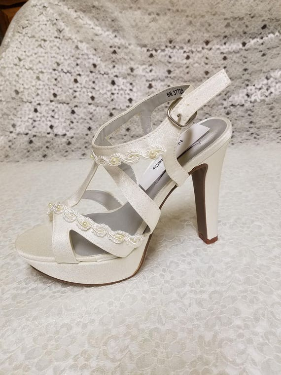 Size 6 Wedding Shoes 4 inch heels Ivory