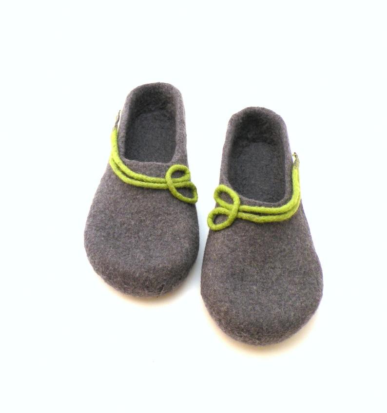 ampia selezione nuovi oggetti stile di moda del 2019 Pantofole donna da lana, Pantofole in feltro, lana zoccoli, impedimenti di  lana fatti a mano, feltro di verde grigio scarpe da casa, stivali di feltro  ...