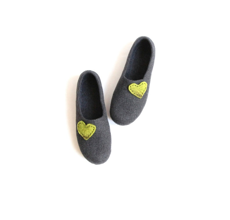 aaad985ac0ad4 Women house shoes - charcoal grey felted wool slippers with green hearts -  Christmas gift, slippers with heart, handmade felt slippers shoes