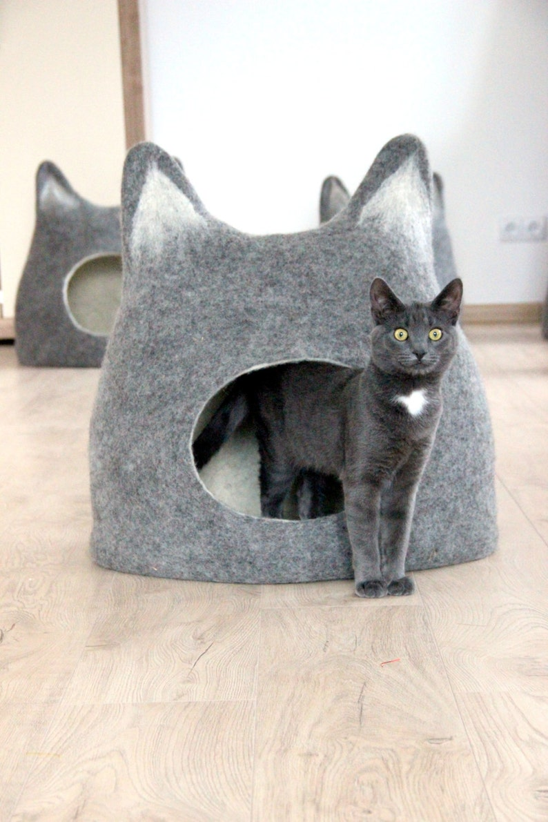 Cat bed with ears from natural grey wool. Felted wool cat image 0