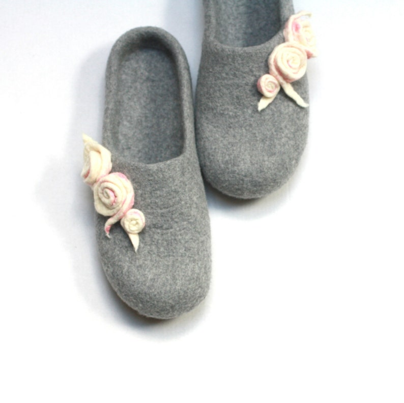 f7c5d9c1080b6 Grey women house shoes, felt wool slippers. Warm winter house shoes.  Christmas gift for Mom.
