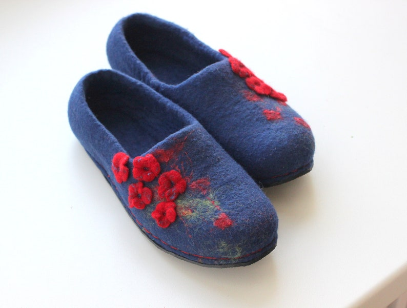 d8dc971169a03 Home slippers women felted slippers blue house shoes red flowers custom  slippers gift for her felt shoes wool home slippers wool clogs