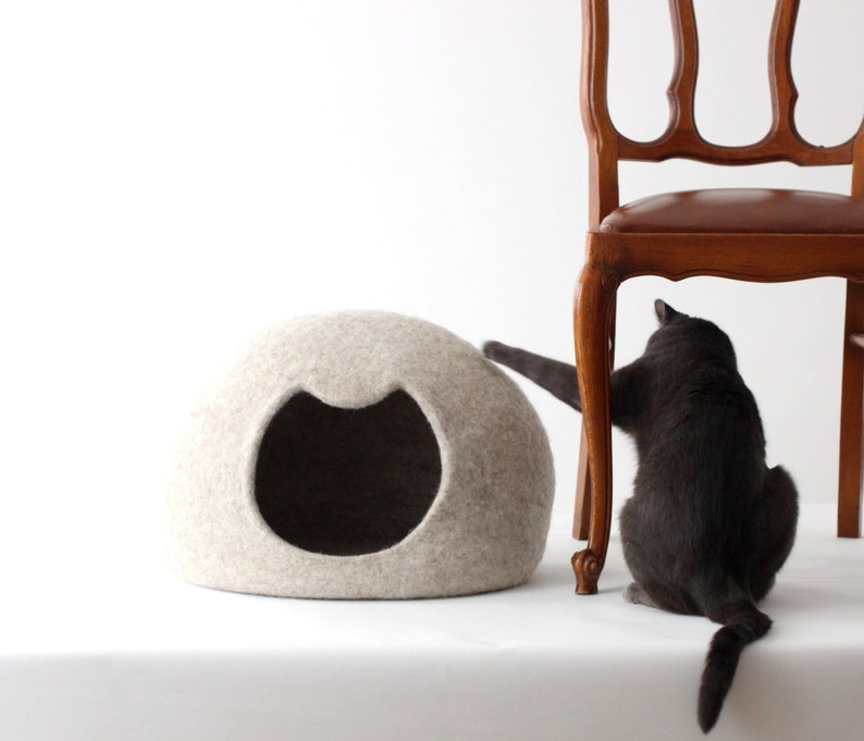 Wool cat bed. Natural beige felted cat bed. Pet lovers gift. image 0